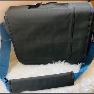 New w/tag Targus messenger/laptop bag